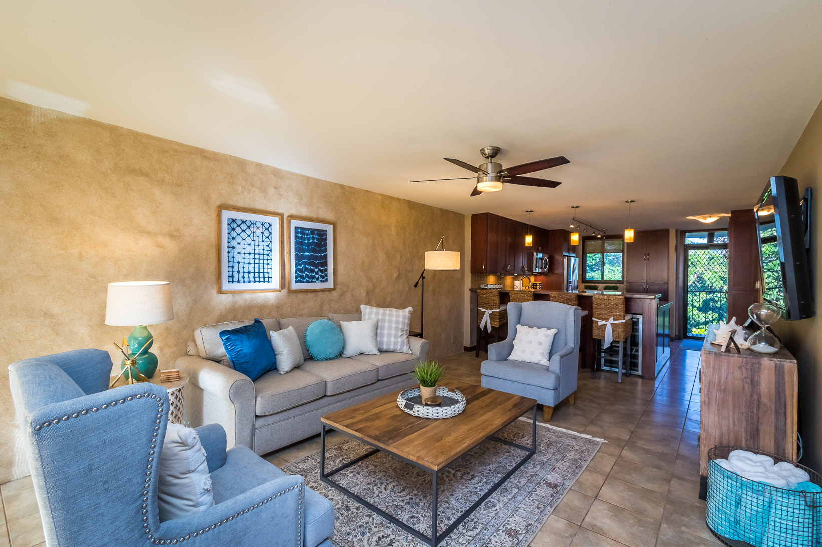 Kanai A Nalu 412 living room